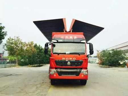 中国重汽 SINOTRUK T7H 8X4 翼展车